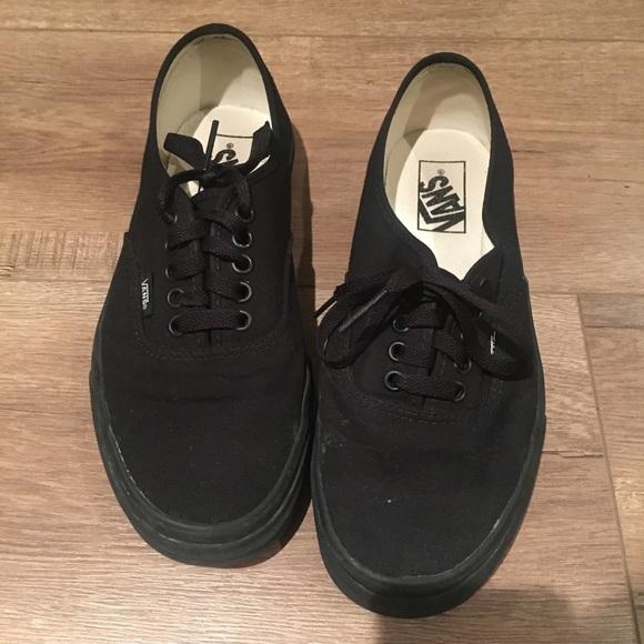 5536bfcb70fd Vans Herren Authentic Core Classic Sneakers Black.  M 5b3da2253c9844825d0cec08